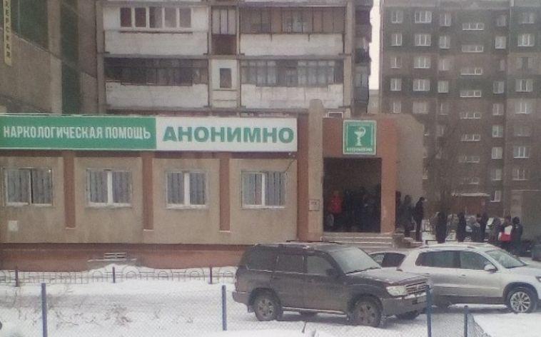 В Магнитогорске водители, несмотря на мороз, выстроились в очередь к наркологу на улице