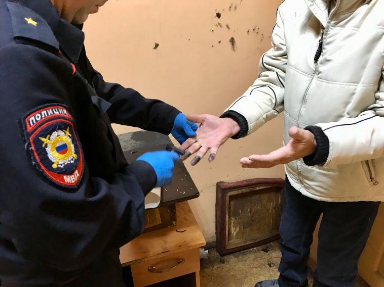 Полицейские изъяли более двух тысяч пачек сигарет идвухсот литров алкоголя