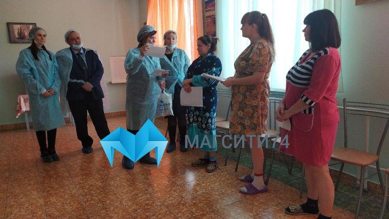 В Магнитогорске поздравили женщин, чьи дети родились в День матери