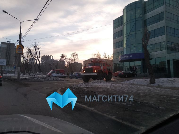 Огнеборцы назвали причину пожара в магнитогорском бизнес-центре