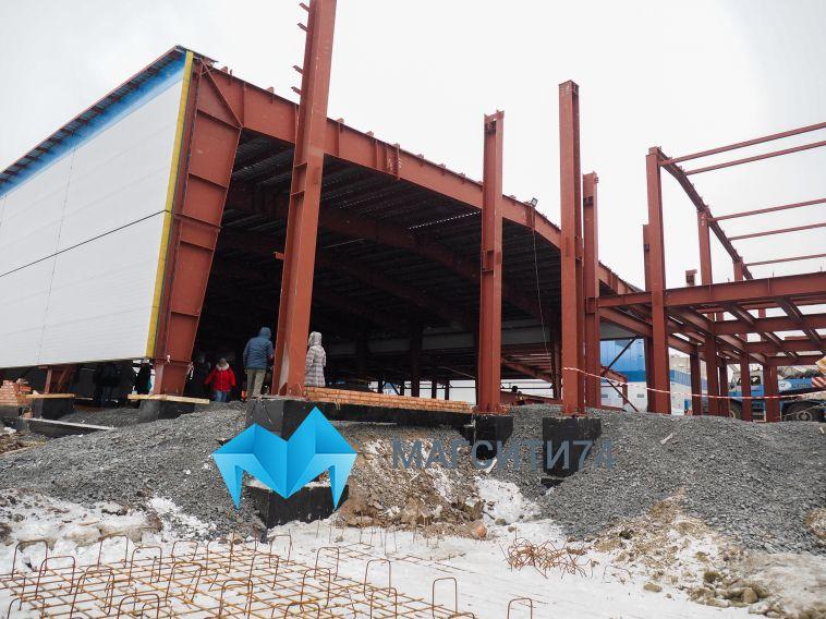 В Магнитогорске осмотрели ход строительства нового катка