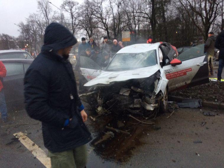 ВСанкт-Петербурге автоледи вовремя тест-драйва устроила массовое ДТП