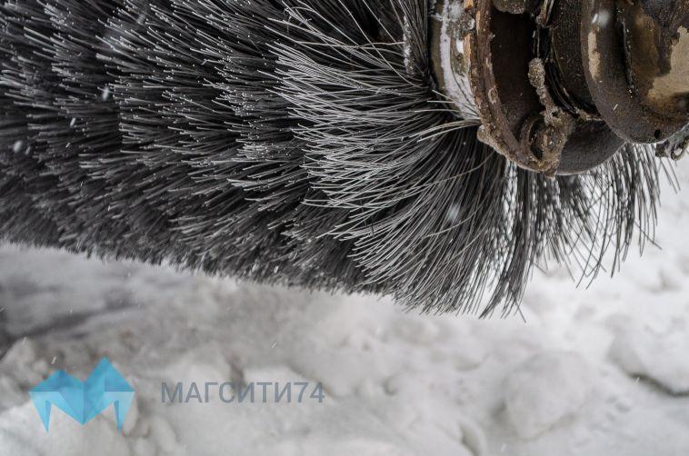 В Магнитогорске посыпали более пятисот тысяч квадратов дорожного покрытия