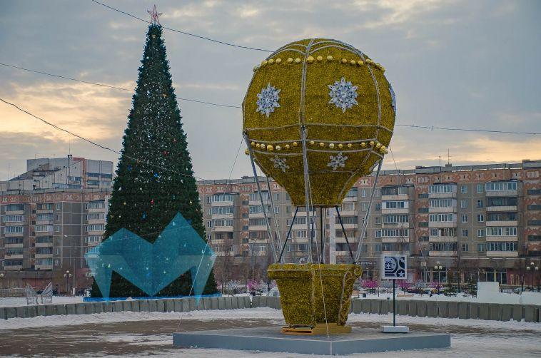 Зеркало, крылья, шары: пять новых светодиодных фигур украсили Магнитогорск