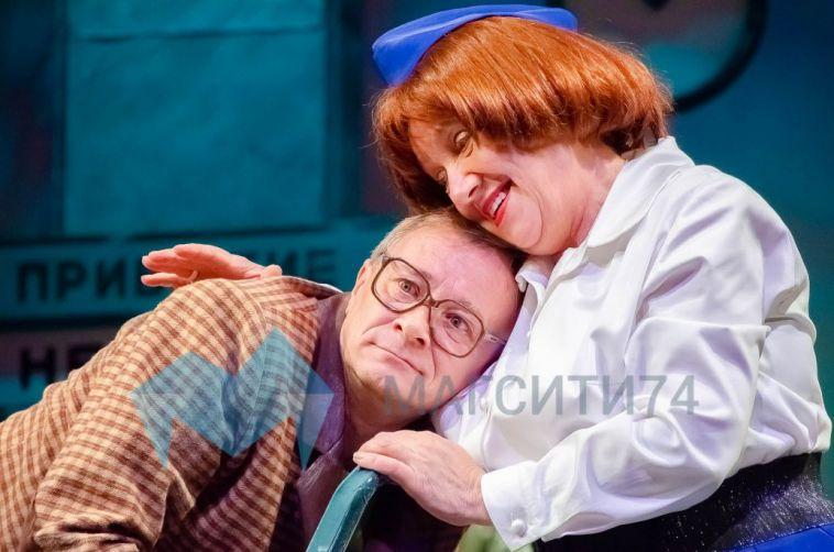 Актрисе театра «Буратино» вручили удостоверение заслуженного артиста России