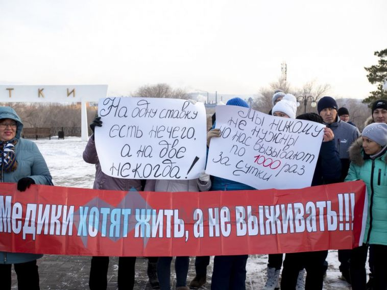 Путин опроблемах вмедицине: «Нужно заниматься повышением зарплат»