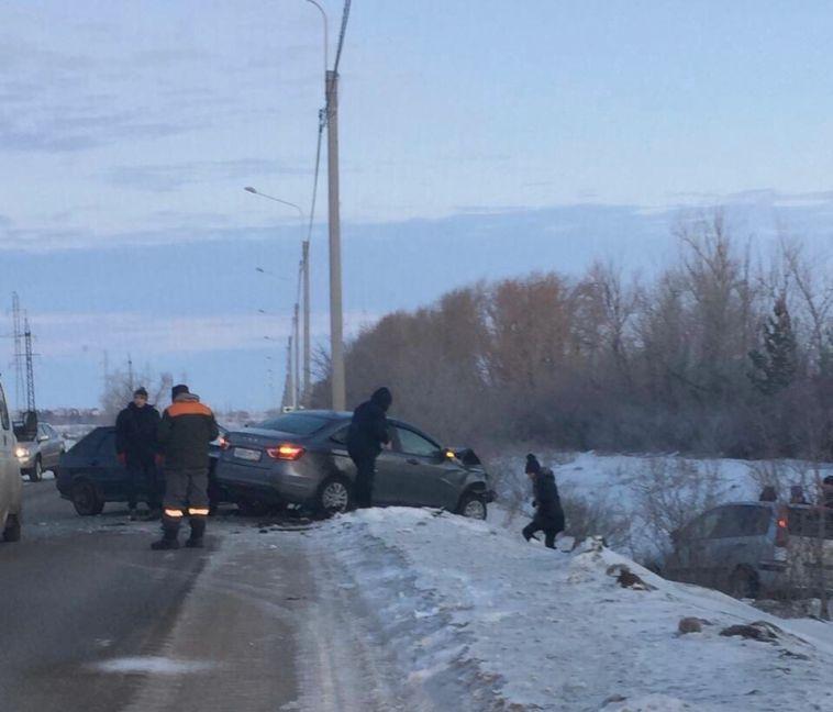 В аварии на Западном шоссе пострадали три человека
