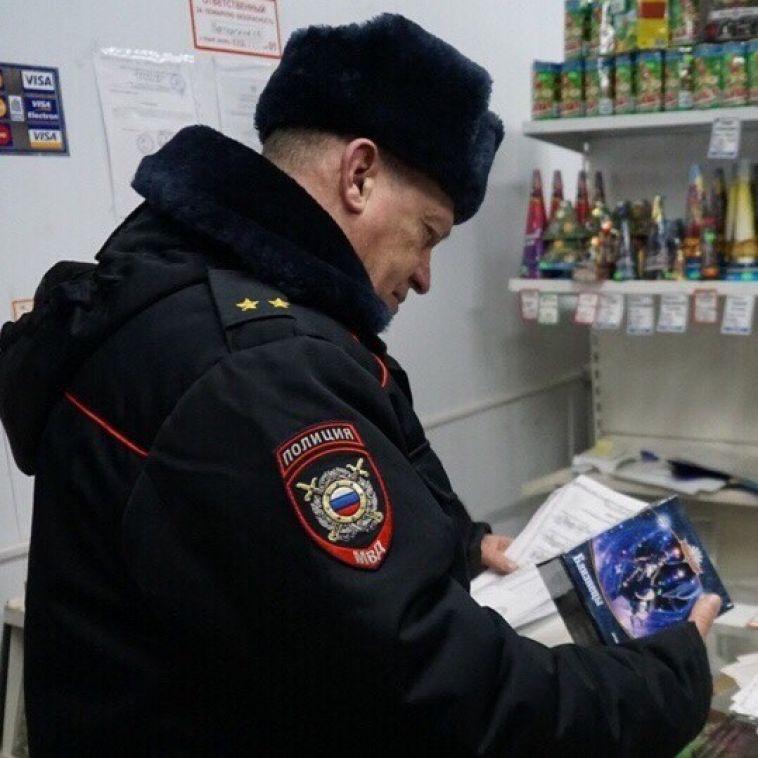 Магнитогорские полицейские проверили точки продаж пиротехники