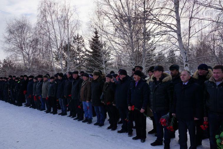 Магнитогорские полицейские почтили память погибших коллег