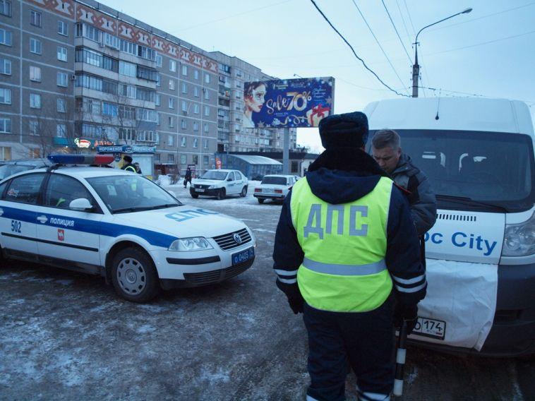 Инспекторы ГИБДД проверили водителей маршруток
