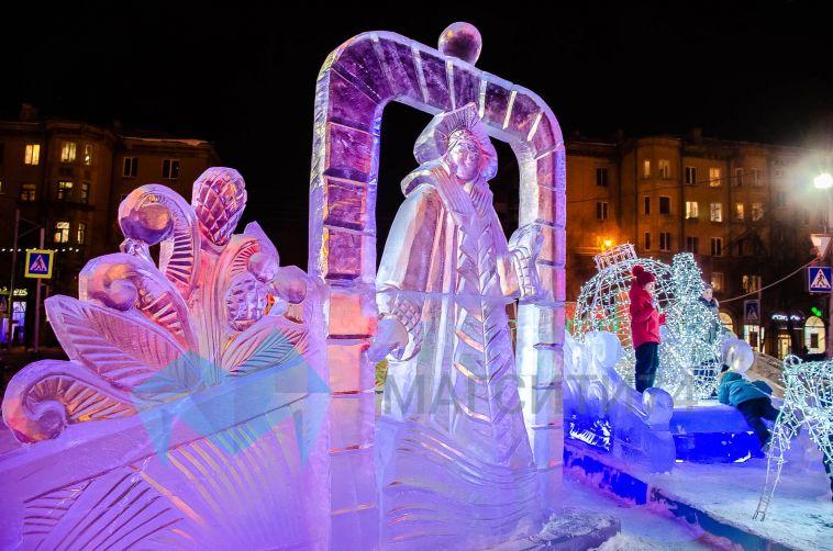 Магнитогорцев просят не подходить близко к ледовым фигурам в городках