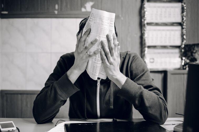 Магнитогорец заявил, что его уволили запубликацию в Сети табульки