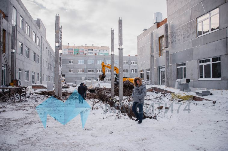 «Чтобы к первому августа вас здесь не было»: Сергей Бердников побывал на стройплощадке новой школы