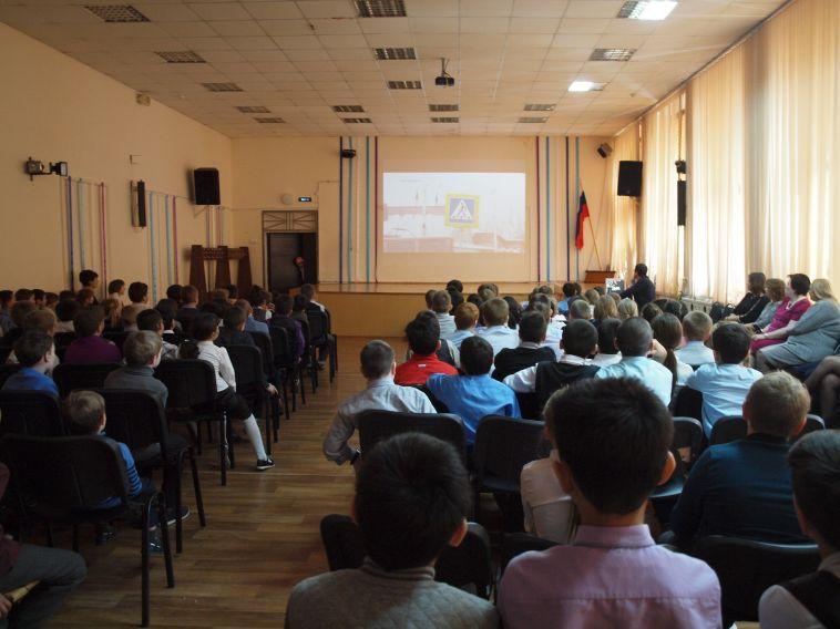 В школе девочки, пострадавшей в ДТП на проспекте Пушкина, провели урок безопасности