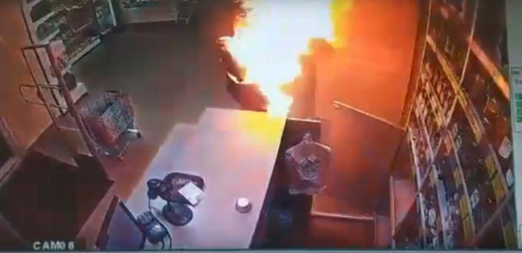 В Пермском крае мужчина поджёг бывшую жену на рабочем месте 18+