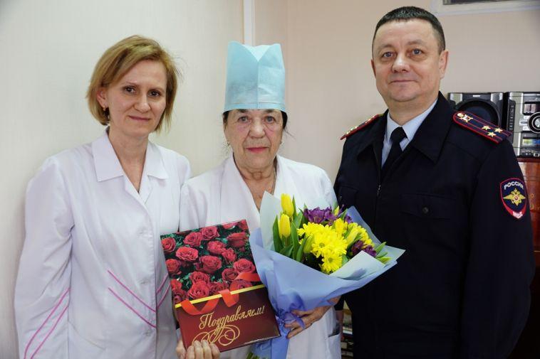 ВМагнитогорске проводили назаслуженный отдых медсестру госпиталя