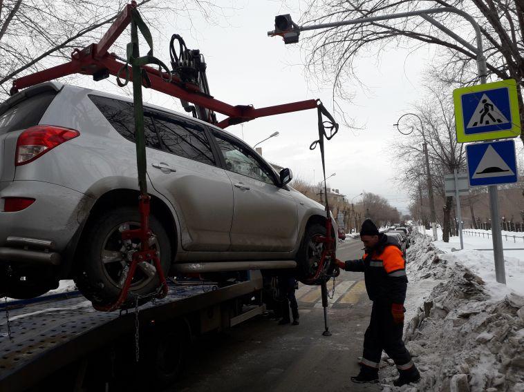 В Магнитогорске за текущий год эвакуировали около двухсот автомобилей