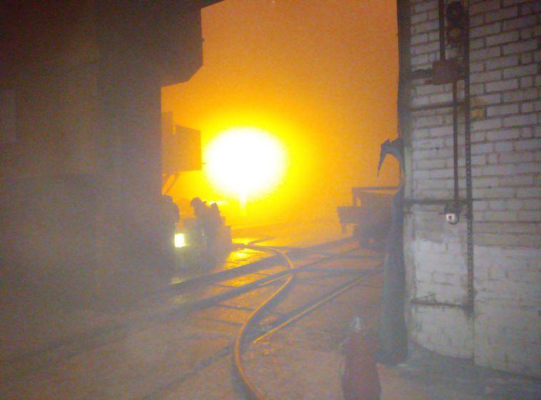 «Подтверждён повышенный ранг сложности»: в МЧС рассказали подробности тушения пожара на комбинате
