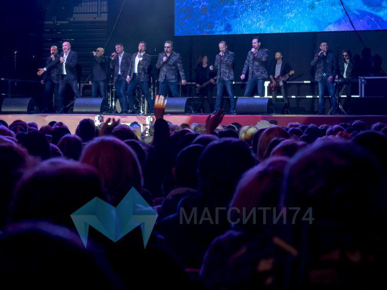 «Хор Турецкого» исполнил в Магнитогорске «Песни Победы»