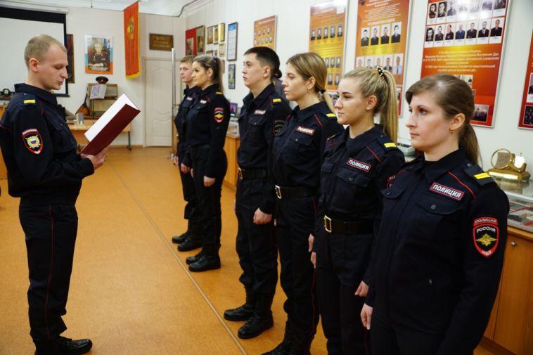 В Магнитогорске приняли присягу семь новоиспеченных сотрудников полиции