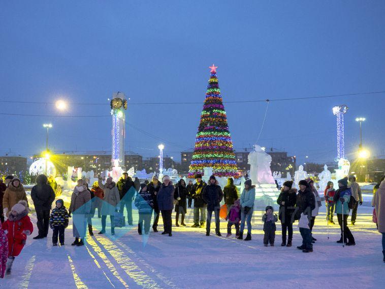 ВМагнитогорске торжественно закрыли центральный ледовый городок