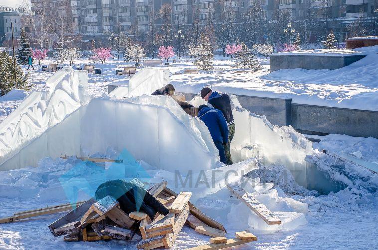 В Магнитогорске начали сносить главный ледовый городок