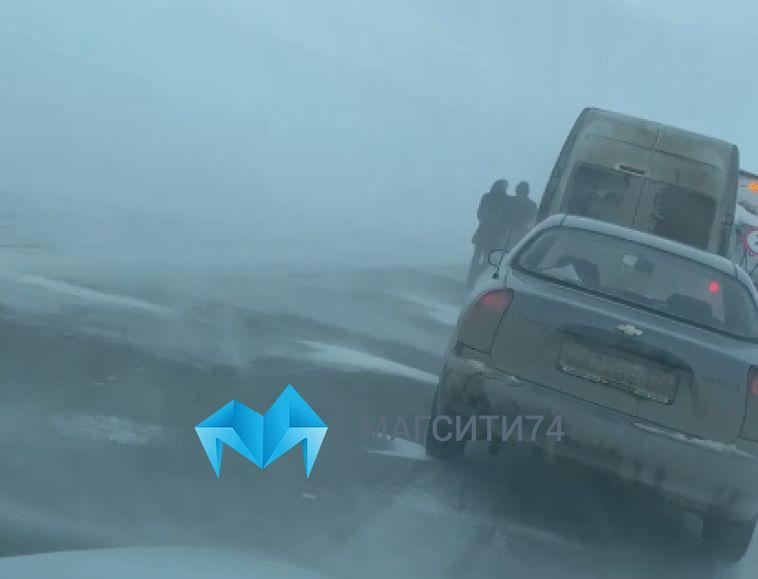 Дороги Челябинской области и Башкирии окутали метели