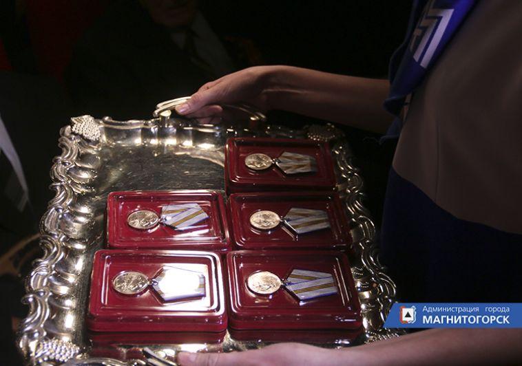 Ветеранам вручили медали в честь 75-летия Победы