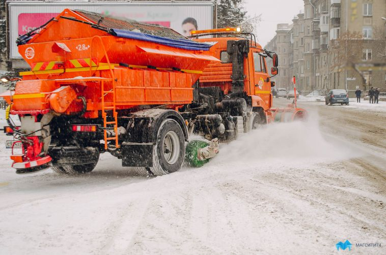Дорожные службы продолжают убирать последствия снегопада