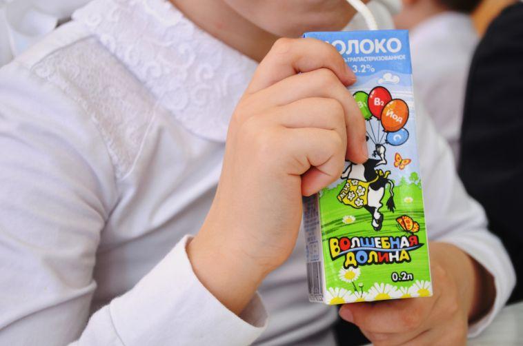 Пейте на здоровье! Школьникам Магнитогорска начали давать бесплатное молоко