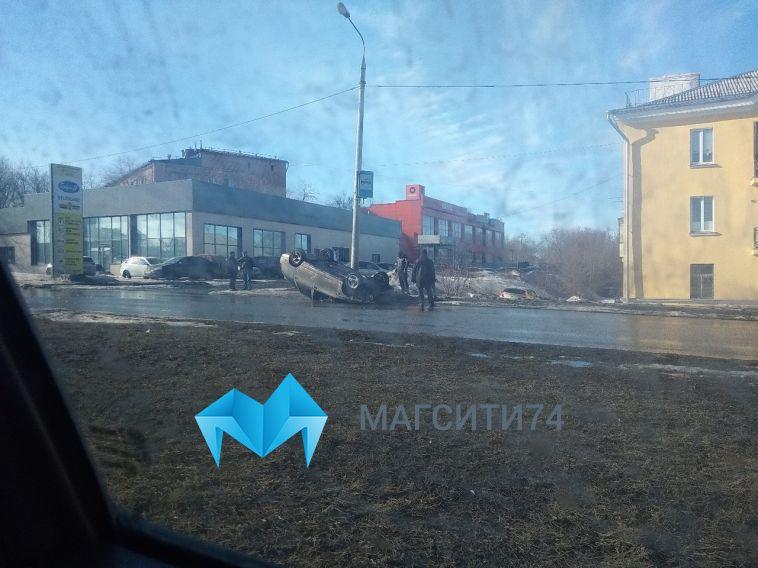 В Магнитогорске пьяный водитель перевернулся в автомобиле с пассажиром