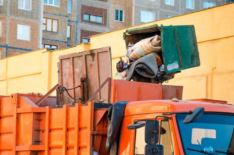 Городские службы начали уборку бросового мусора