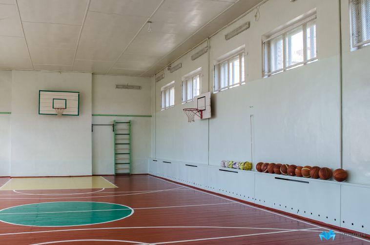 Для новой школы в 145 микрорайоне начали закупать мебель иоборудование