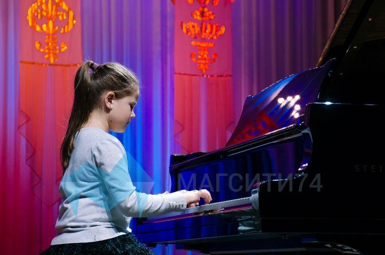 Вгороде прошел четвертый фортепианный марафон «Играют дети на Steinway»