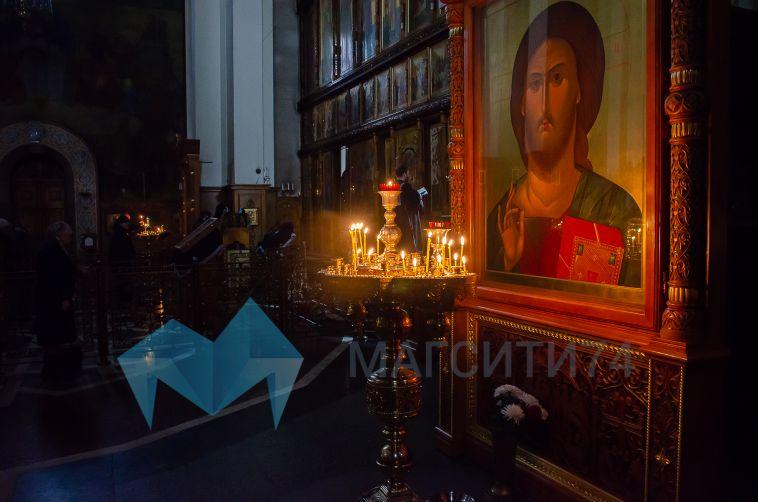 «Причастникам воздерживаться от лобзания чаши»: в магнитогорских храмах прихожан защитят от коронавируса