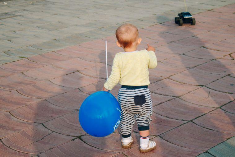 Жительнице Магнитогорска выписали штраф за то, что она пьяная гуляла с ребёнком