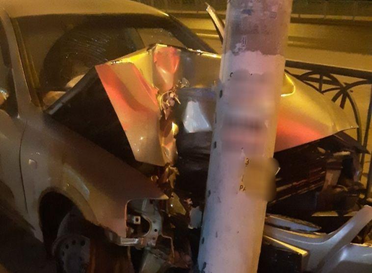Пьяная автоледи врезалась в столб в Магнитогорске
