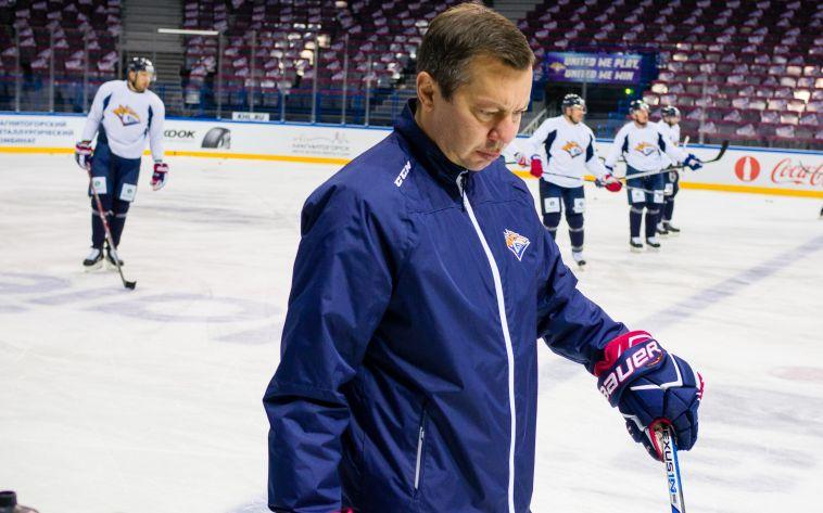 Все ушли, а Воробьев остался. «Металлург» меняет тренерский штаб