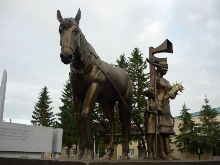 Скульптуры магнитогорского мастера украсили парк вБашкирии