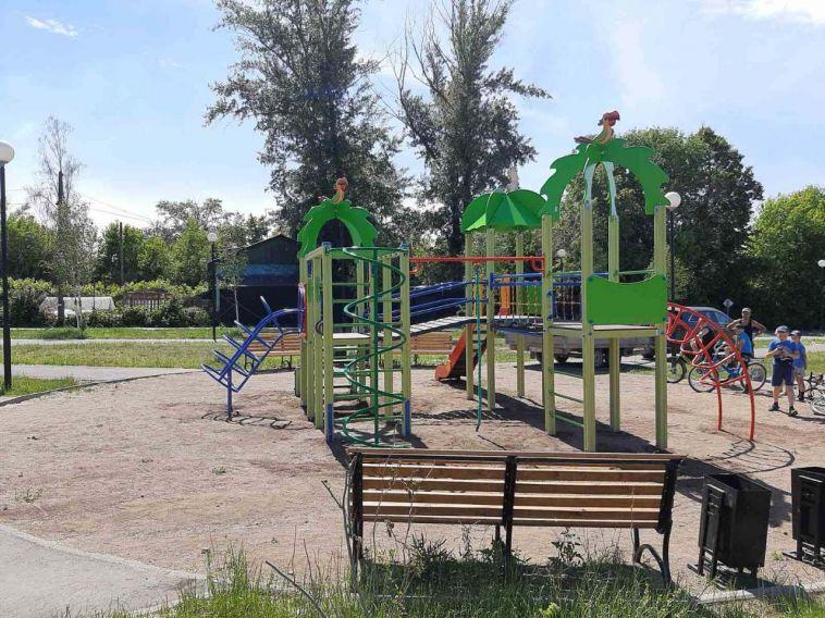 Обещание выполнили: в «Березках» установили новую детскую площадку