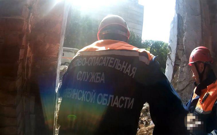 В Магнитогорске 18-летняя девушка сорвалась с 4-го этажа, делая селфи