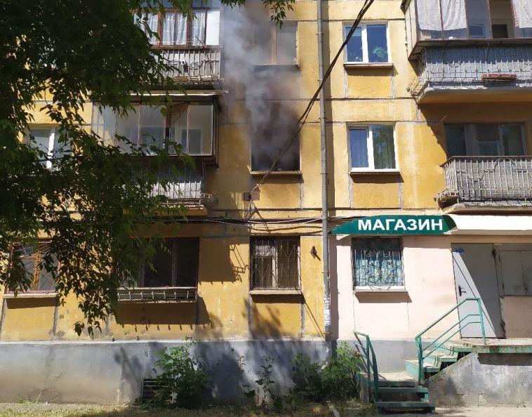ВМагнитогорске изгорящей квартиры эвакуировали семью с детьми
