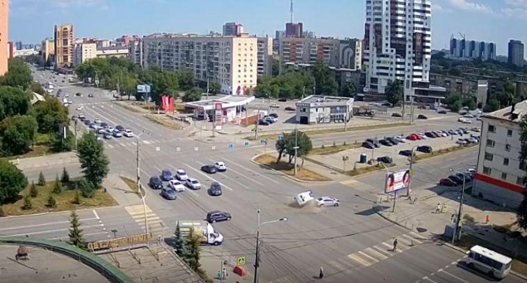 В Челябинске перевернулась машина скорой помощи с роженицей