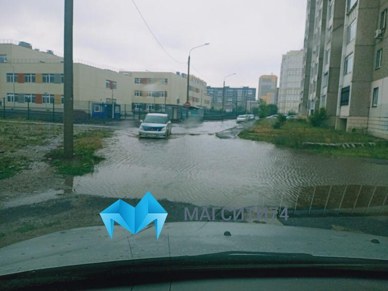 ВМагнитогорске разбушевалась стихия:затопило улицы и дома