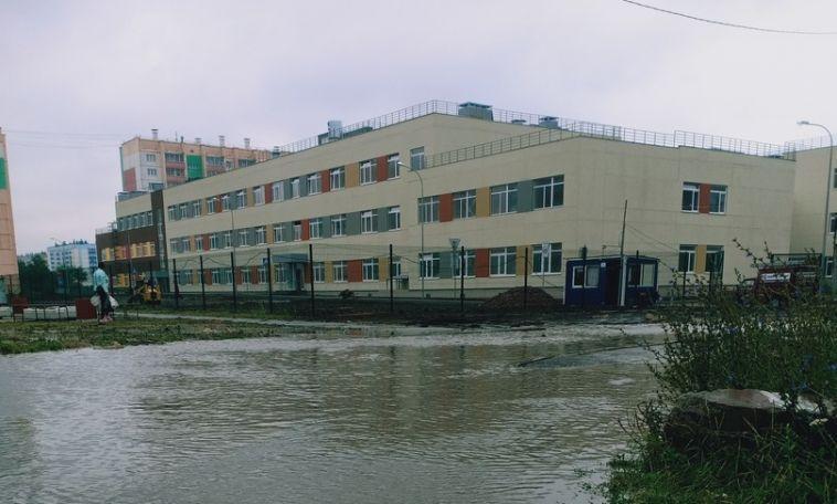 В мэрии пообещали исправить ситуацию с подтоплением около новой школы