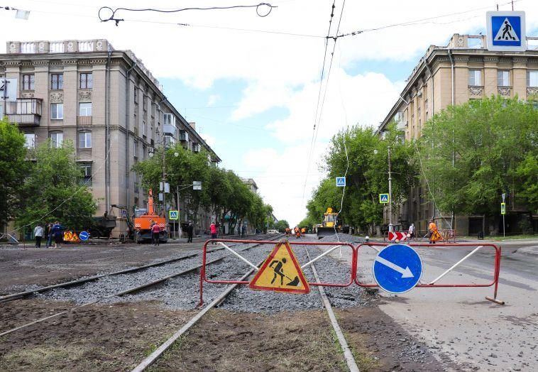 «Вскрыли новый асфальт»: после недавнего ремонта на Октябрьской вновь закипела работа