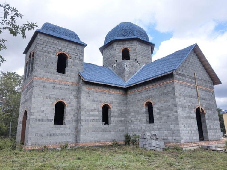 Верующих приглашают на богослужениев храм на Набережной
