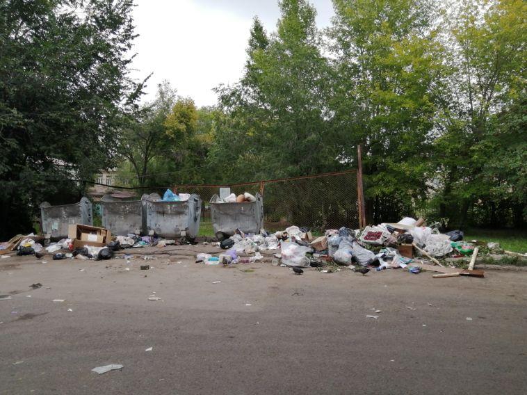 «Бардак смусорками»: жители города жалуются наперебои в вывозе отходов