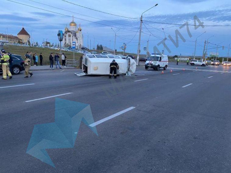 «Маршрутка оказалась на боку». На перекрёстке Завенягина-Вознесенская произошло очередное ДТП