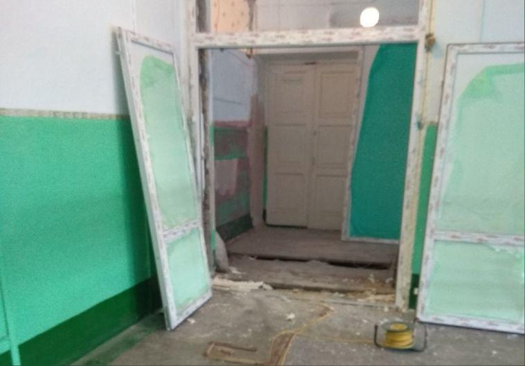 «Вокруг — диски отболгарок, мусор ипровода»: в сентябре водной изшкол Магнитогорска затеяли масштабный ремонт